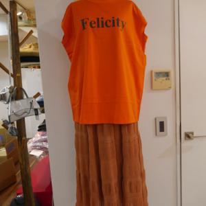 オレンジタンク×エンボスシフォンロングスカート