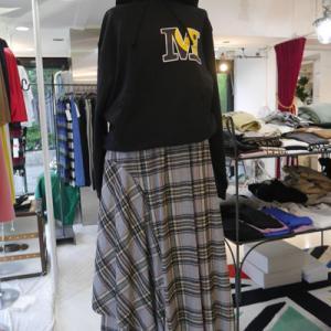 スマイルMパーカー×裾アシメチェック柄スカート