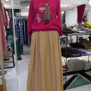 Ladyセーター×シャカシャカ素材のロングスカート