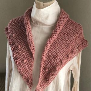 三角ショール、小花編みつけました
