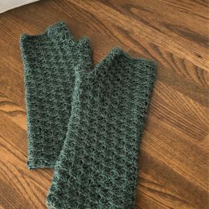 ハンドウォーマー5 松編みで。