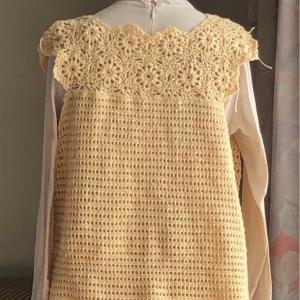 モチーフから編み出したプル、後ろ身頃。