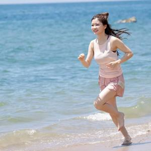 平田詩奈、美浜の砂浜を激走!