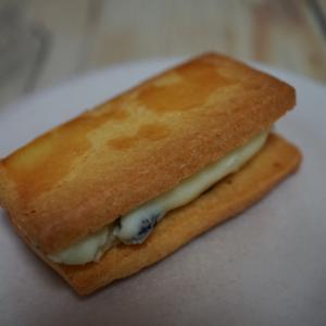 ドルチカフェ  クッキーサンド(レーズンバターサンド、レモンクリームチーズサンド)
