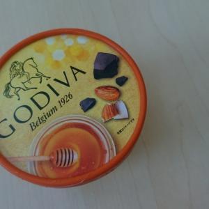 ゴディバカップアイス蜂蜜アーモンドとチョコレート
