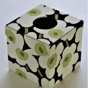 贈り物のキューブ型ティッシュBOX