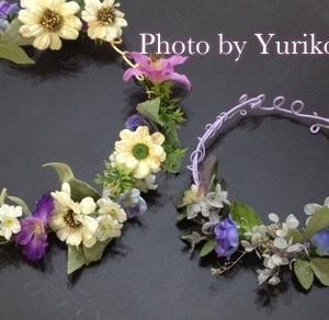 春色花かんむりは菫カラーのワイヤー冠にフラワーさんたち巻き留めて!
