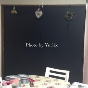 黒板塗料で! ふすまをマットなブラックカラーの黒板に!!