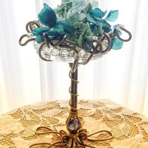 紫陽花の季節!に合わせてブルーのビー玉とメタリックブラウンの小物スタンドのリメイク作品を!