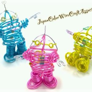 キッズ向けの可愛いカラフル自遊ロボをシックなカラーで作るのはどうかしら