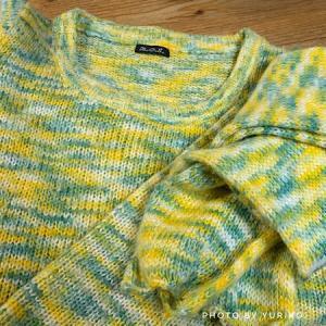 衣替え中のお遊びは、セーターとお揃いのマフラーからポンポンを外して。。