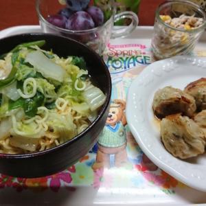 【晩飯】白菜ねぎラーメンと行者にんにく餃子【万歳】