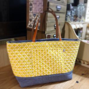黄色のリスが可愛い♡トートバッグ