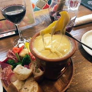 念願のチーズフォンデュ食べて赤ワイン飲んで・・・生ハムも食べて♪野菜とワインのお店 ビトレス プリュス裏なんば