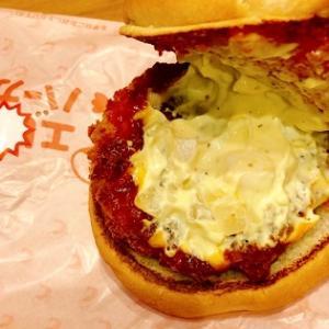 エビチリエビバーガー(期間限定)ロッテリアのハンバーガー久しぶり♪エビが超プリップリで美味いッ♪ と海老カツが最強にロッテリアが美味しい♪