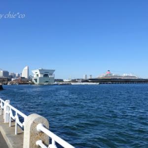 *青い空と海と船と。。小春日和の山下公園。。♪