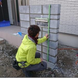 新人、初ブログ。塗り壁は難しい。 土間は早く固まって欲しい。