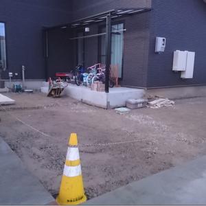 スキ土と土間コンクリートのガラス達