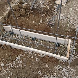 門柱ベースと化粧ブロック積み。天然石乱貼り。