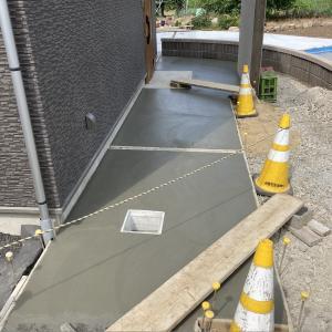 土間コンクリートの打設とライブ