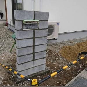 門柱と土入れと浅間石