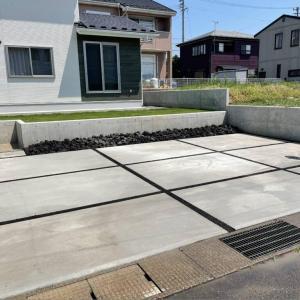 土間とフェンスとスタンプ