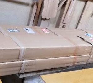 幅2メートルのダイニングテーブルとテレビボード
