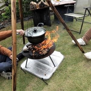 庭で焚火を囲んで「芋煮会」~♪