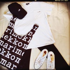 マリメッコのエコバッグ + A.P.C.のTシャツ + ノースフェイスのキャップ + ユニクロキッズのパンツ + コンバース