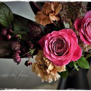 La vie avec des fleurs~花のある暮らし~艶消しブラックのピッチャーに