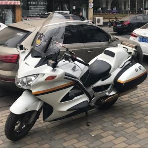 青島 公安バイクはホンダ