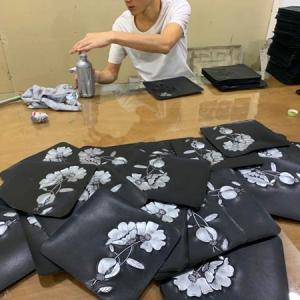 2020年10月12日 中國革製品のOEM -中国本革工場 レザー本革型押し