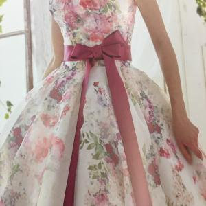 おしゃれ!最新カラードレス試着可能です♪