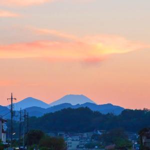 久しぶりに見る富士山  湯殿川