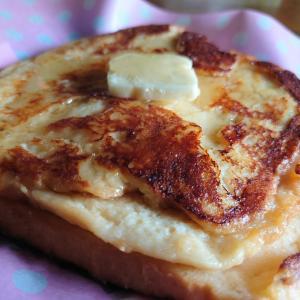 パンの耳でフレンチトースト