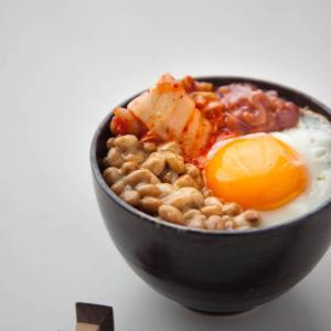 納豆キムチ塩辛目玉焼き丼