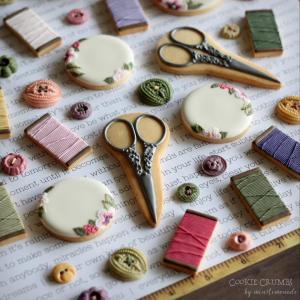 刺繍や糸やハサミやらのクッキー