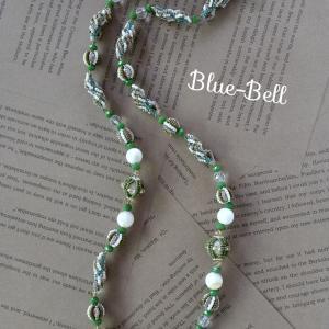 新緑グリーンロングネックレス。春色のお洋服に♪♪