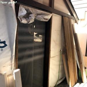 DIYで作業小屋♪ドア枠と網戸の設置