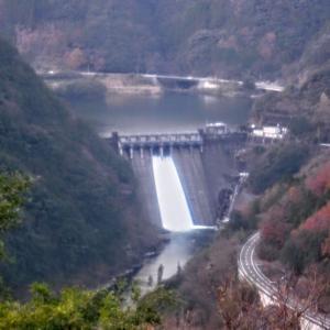水質改善のためにダム放水???