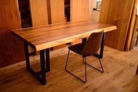 モンキーポッド一枚板テーブル×2台と無垢ウォールナット×オークベンチ完成!