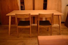 大型サイズの四方転び無垢テーブルとアンティーク仕上げのチェア完成!