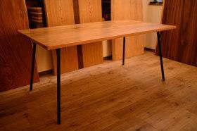 マットウレタン塗装のオーク×アイアン脚テーブルと3種の無垢テッシュケース