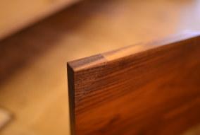 無垢家具の修理ご依頼の品、完成とお客様よりお便り。(ウォールナットテーブル)