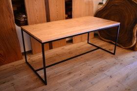 無垢クリ材×細身で美しい鉄脚テーブルとクリの椅子完成!