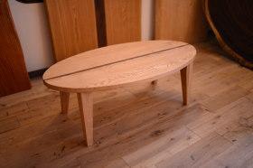 サーフボード型の無垢クリ×ウォールナット折り畳みテーブル