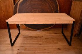 無垢クリ材×アイアン脚を使った引き出し付きテーブル完成と家具出荷ラッシュ!