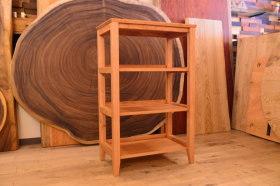 無垢チェリーオープンシェルフとシンプルなクリの円テーブル完成!