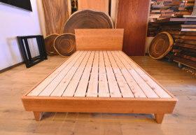 チェリー(桜)のセミダブルベッドとクリの引き出し付きテーブル完成!
