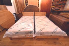 国産広葉樹を使ったクリ材シングルベッドに国産マットレス設置